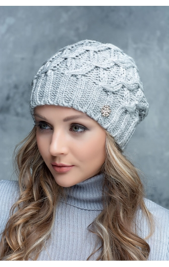 """Женская шапка """"Квэст"""""""